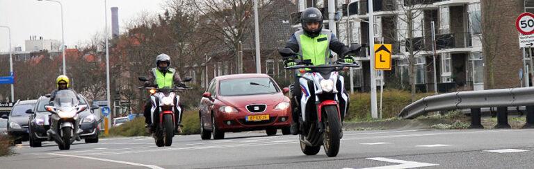 rijles motorfiets op de weg. Rijschool Anoep